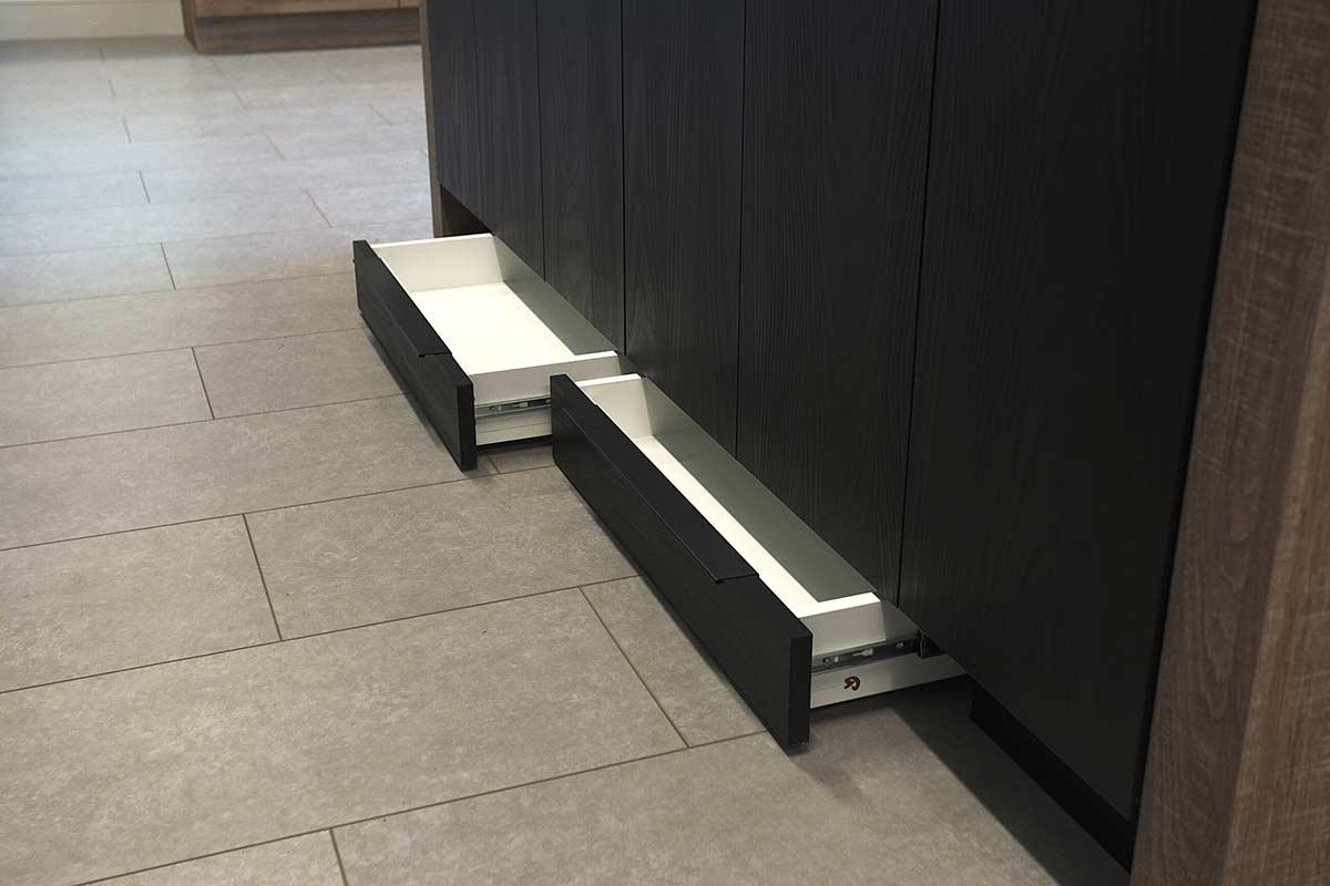 tiroirs sous les armoires de cuisine